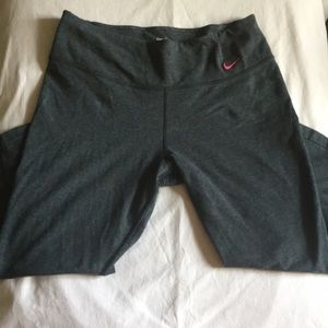 Nike Women's Dri-Fit Training Capris size Medium